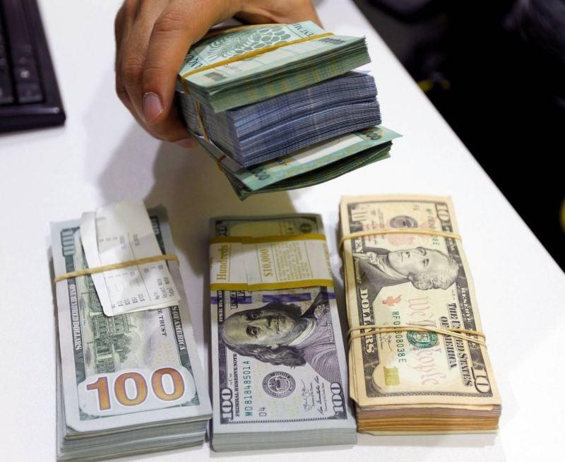 Qui peut obtenir des dollars chez les changeurs et à quelles conditions ?