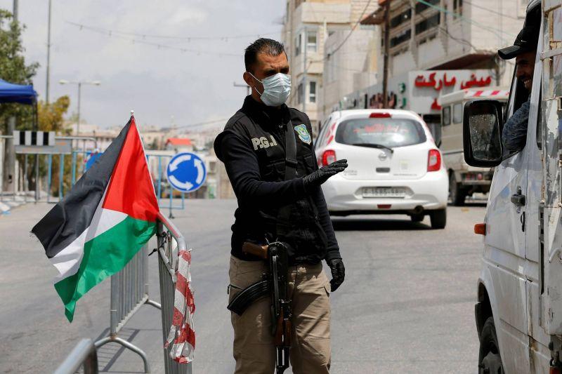 Israël et Palestiniens durcissent les restrictions alors que le coronavirus réapparaît