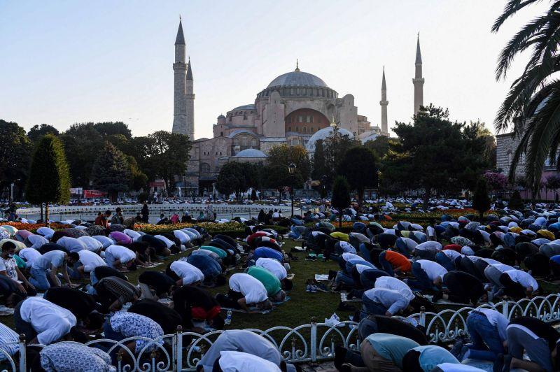Première prière de l'Adha à Sainte-Sophie reconvertie en mosquée