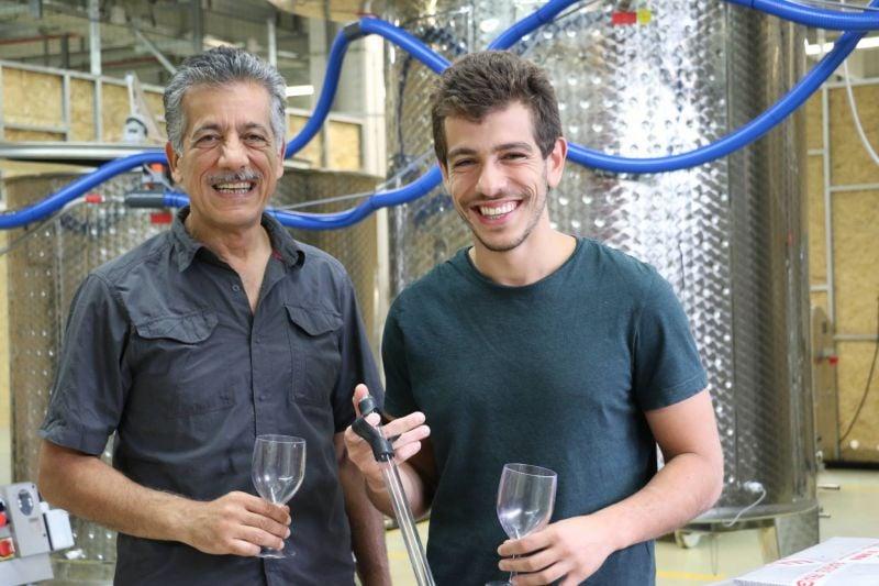 Les Sfeir, père et fils, producteurs urbains de vin aux portes de Paris