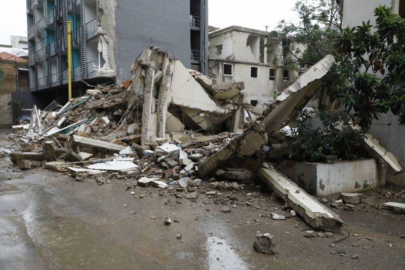 Inondations et effondrement d'un immeuble au Liban après de fortes pluies