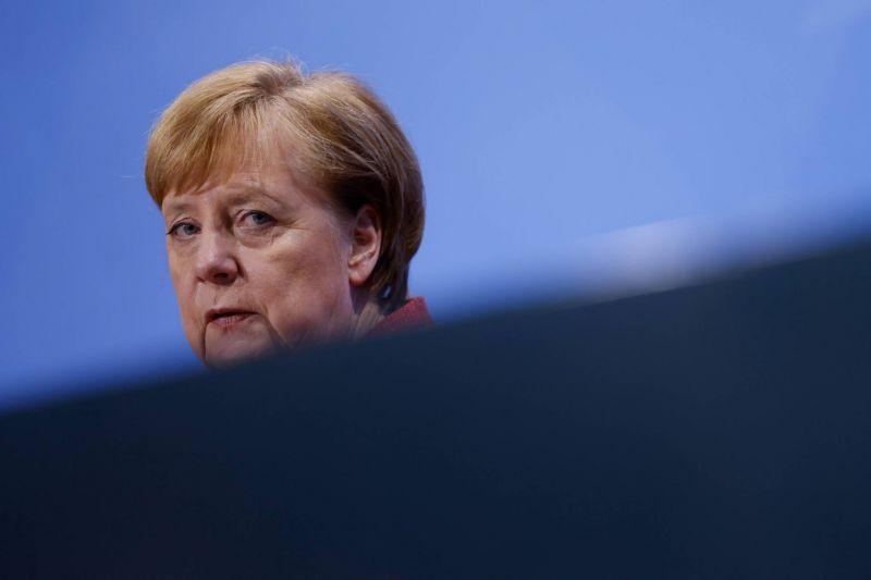 Merkel exhorte à limiter les contacts au