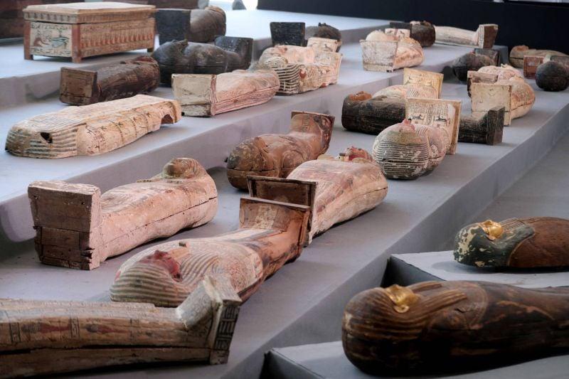 L'Egypte dévoile plus de cent sarcophages intacts,