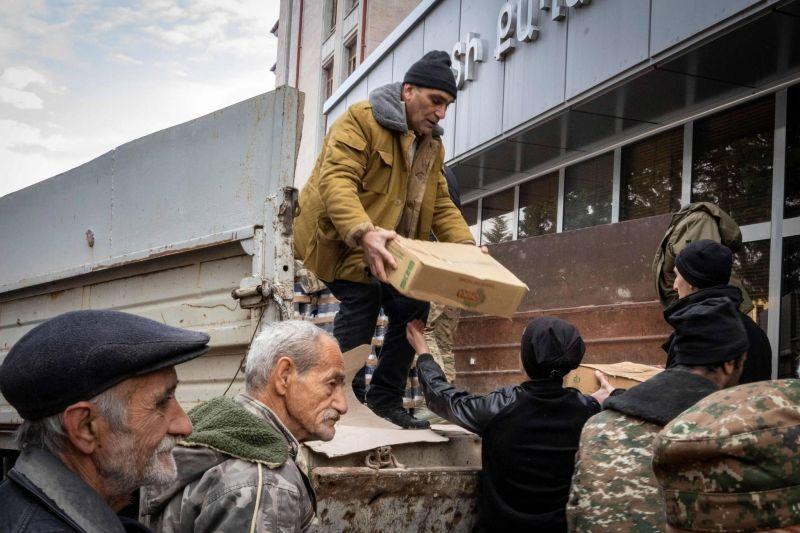 Un premier vol humanitaire français arrivé à Erevan