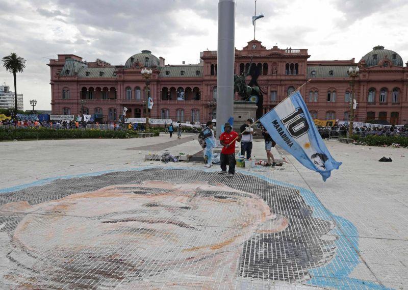 De l'Argentine à Naples, la planète porte le deuil de Maradona