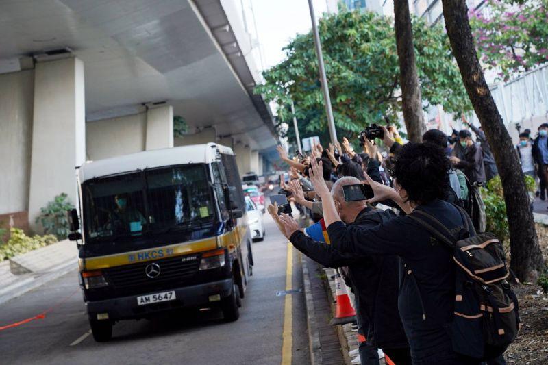 Peines d'emprisonnement pour Joshua Wong et deux célèbres militants prodémocratie