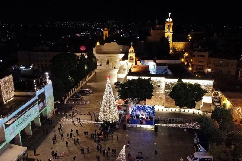 Bethléem illumine son sapin de Noël sans public