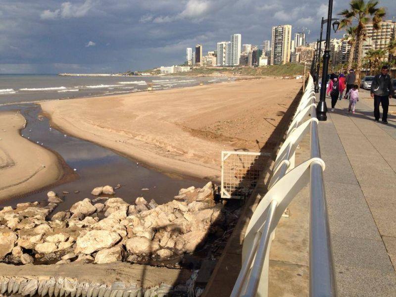 Pourquoi les eaux usées de Beyrouth continuent d'être déversées dans la mer...