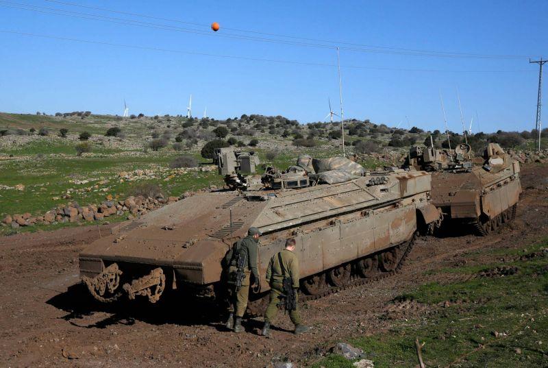 Frappes israéliennes près de Damas contre des dépôts du Hezbollah: un soldat syrien tué
