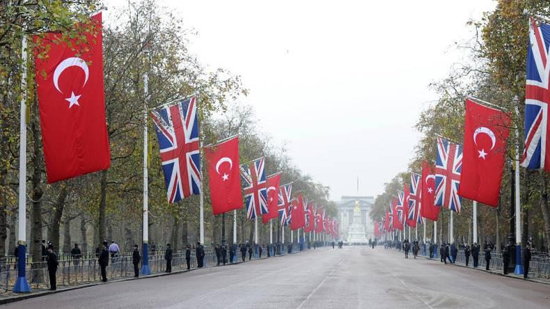 Le Royaume-Uni signe un accord commercial avec la Turquie