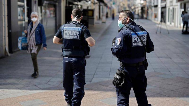 Un commissaire de police suspendu après une carte de vœux polémique