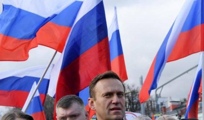 Les services pénitentiaires russes promettent d'arrêter Navalny en cas de retour