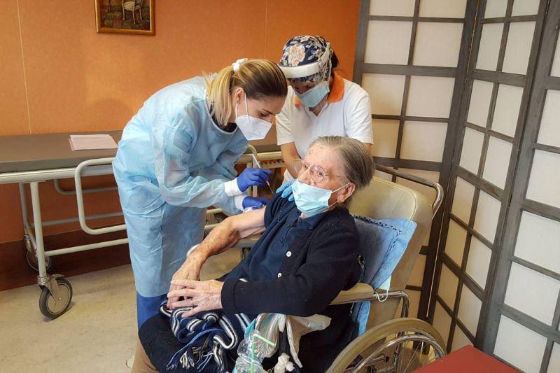 Une Italienne vaccinée à 108 ans
