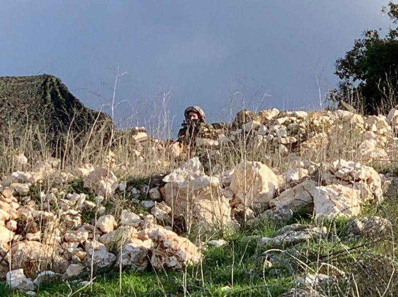 Des militaires et deux chars israéliens franchissent la barrière technique