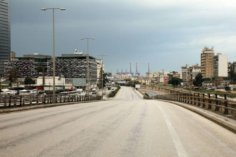 Commerces fermés et routes quasiment désertes au premier jour du confinement total