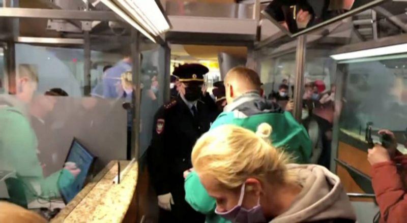 L'opposant Alexeï Navalny arrêté dès son retour en Russie