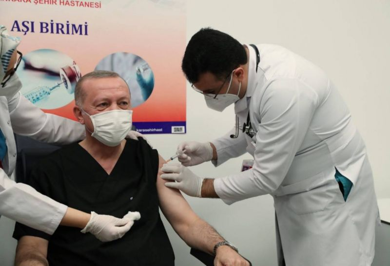 Erdogan se fait vacciner pour rassurer les Turcs