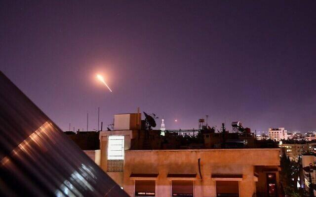 Quatre civils tués dans des frappes israéliennes depuis l'espace aérien libanais, selon Damas