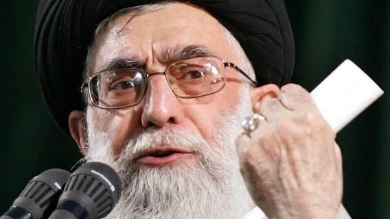 Un compte Twitter de Khamenei appelle à venger Soleimani et menace Trump