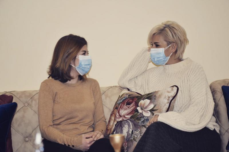 Face au variant britannique, les masques en tissu ne suffisent plus