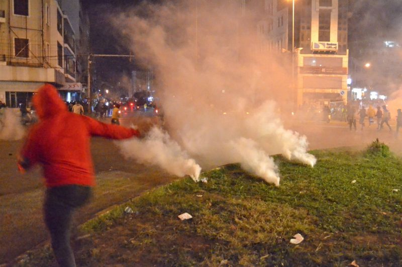 Protesters injured by gunfire, security forces by grenades in chaotic Tripoli protests