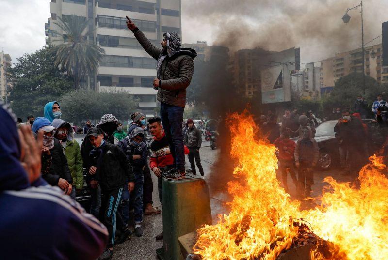 Décès d'un manifestant blessé lors des violences à Tripoli