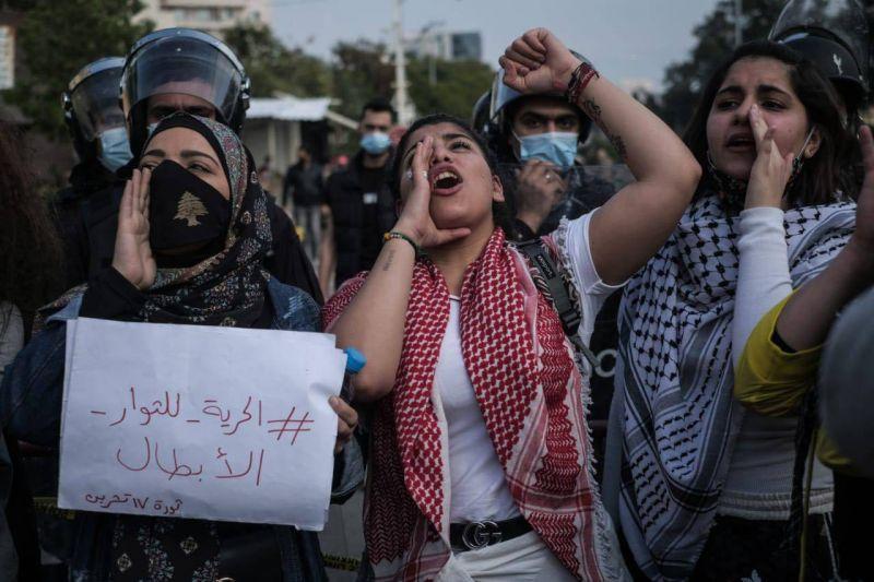 Plus de 300 manifestants protestent devant le tribunal militaire pour la libération de camarades détenus