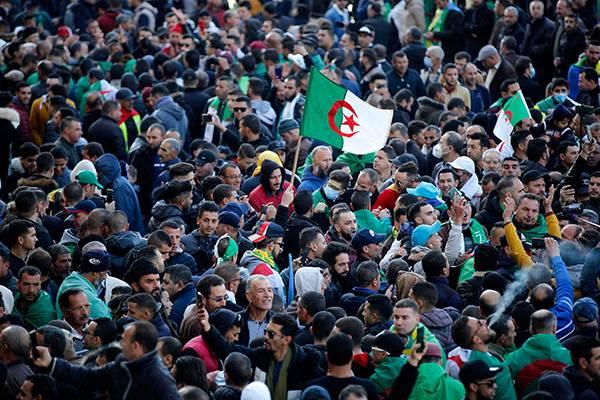 Retour de milliers de manifestants pour le 2nd anniversaire du Hirak
