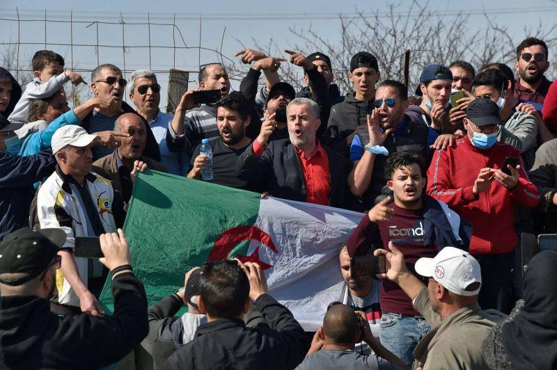 Premières libérations de détenus d'opinion en Algérie