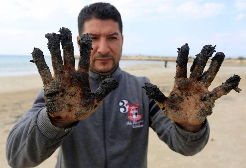 La marée noire qui ravage les côtes israéliennes a atteint le Liban-Sud