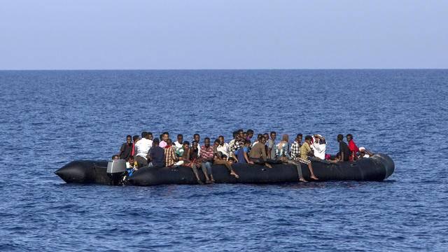 Une centaine de migrants secourus, une vingtaine portés disparus