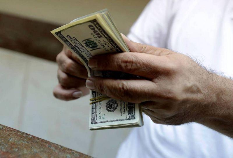 Les agents de change ne reçoivent plus de «dollars subventionnés»