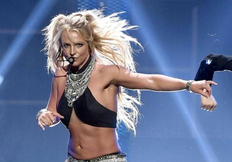 Britney Spears, de l'autre côté du miroir