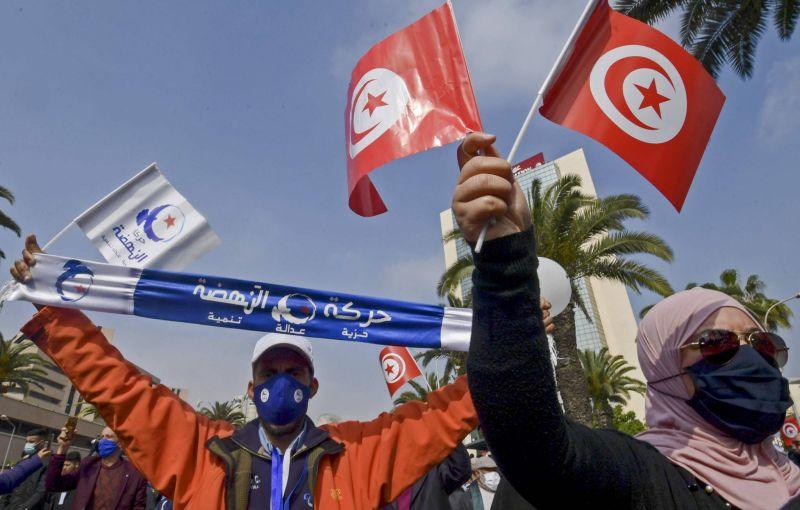 Ennahdha, principal parti au pouvoir, mobilise ses partisans dans la rue