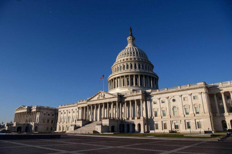 Le vaste plan Biden de relance adopté à la Chambre, une première étape décisive