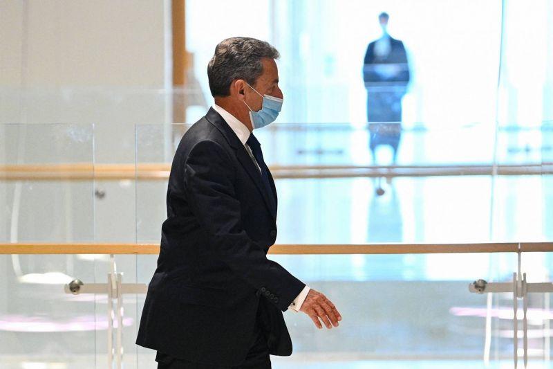 Sarkozy, premier ancien président condamné à de la prison ferme