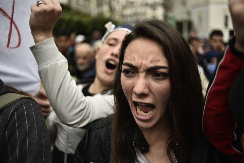 Les étudiants à nouveau dans la rue malgré l'interdiction de défiler