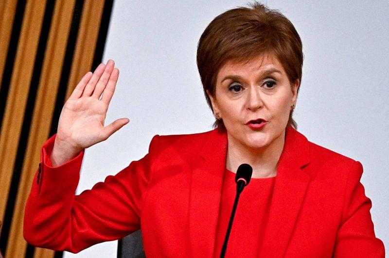 Accusée d'avoir menti au Parlement, la Première ministre écossaise défend son action