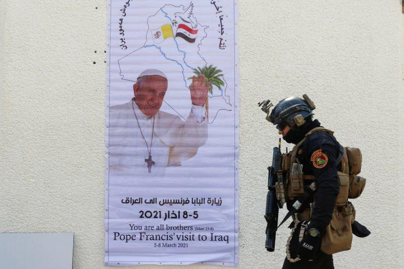 Le pape déclare maintenir son voyage en Irak en dépit des tirs de roquettes