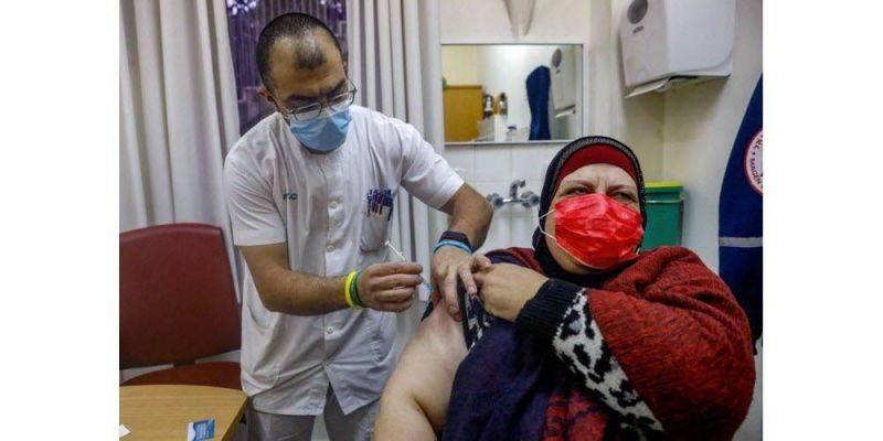Israël va vacciner les Palestiniens avec un permis de travail israélien