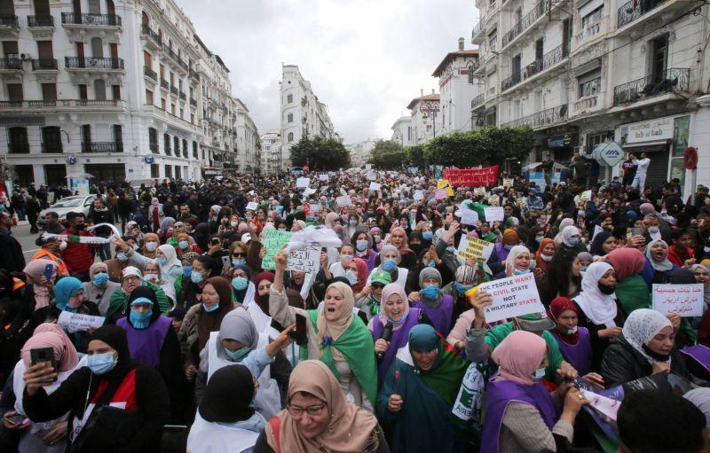 Les femmes dans la rue pour leurs droits et contre le pouvoir