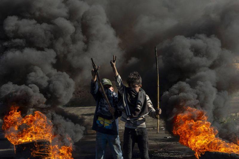 Pour dénoncer la crise, des routes à nouveau fermées dans tout le Liban