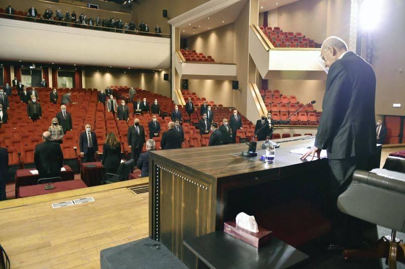 Le Parlement approuve le prêt de la BM, mais en réduit la transparence