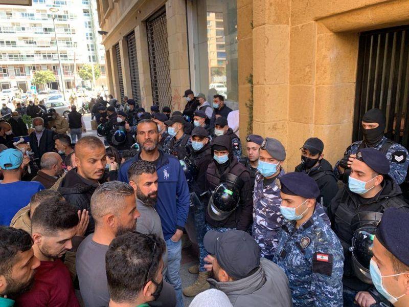 Routes coupées, sit-in devant le ministère de l'Economie : la mobilisation ne faiblit pas