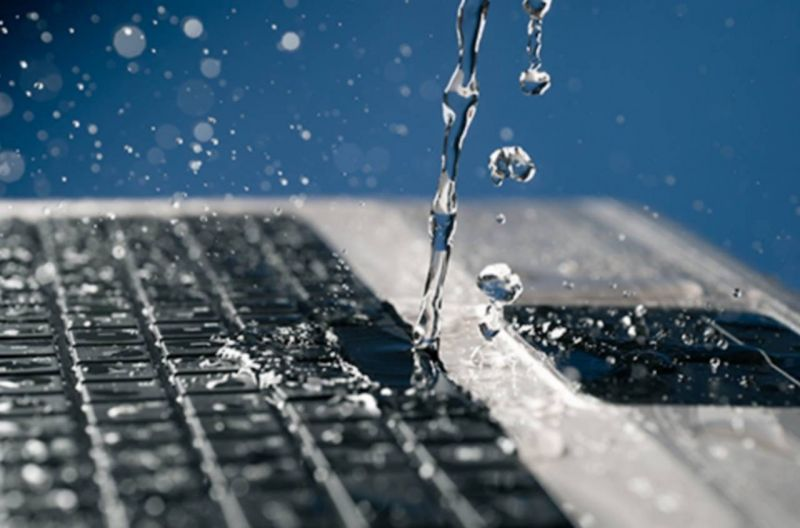 Que faire quand un liquide a été renversé sur un PC portable ?