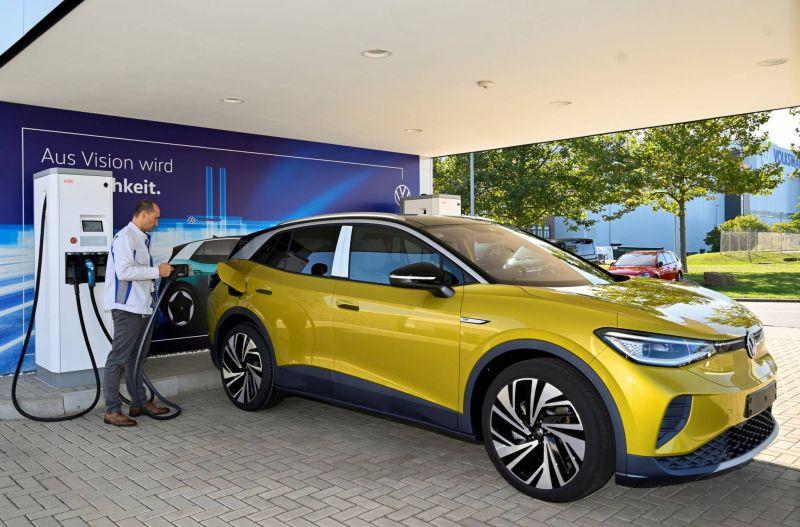 «Das Auto» électrique: Volkswagen s'affirme face au rival Tesla