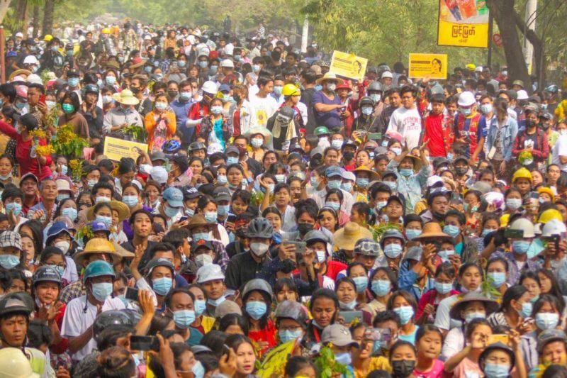 L'ONU redoute «une guerre civile», Aung San Suu Kyi comparaît devant la justice