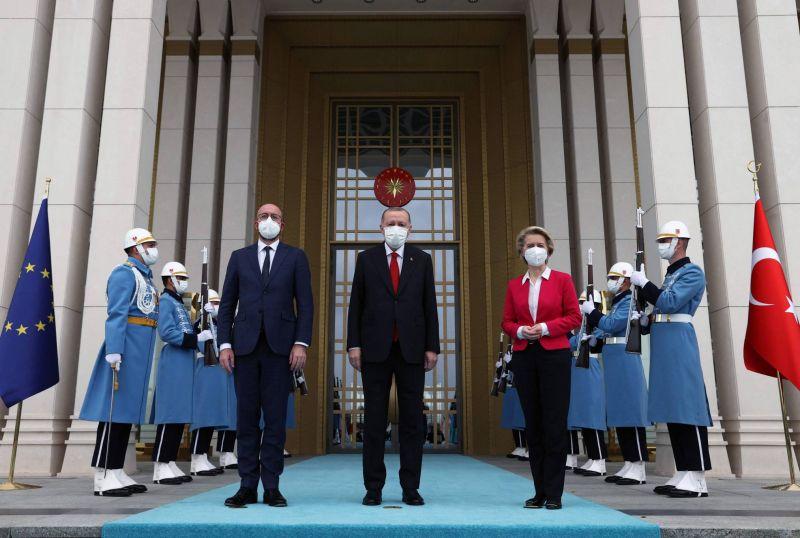 L'UE interpelle la Turquie sur les droits humains mais souligne un