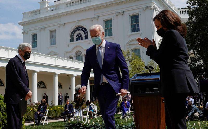 Joe Biden dévoile un plan limité contre l'«épidémie» de la violence des armes à feu