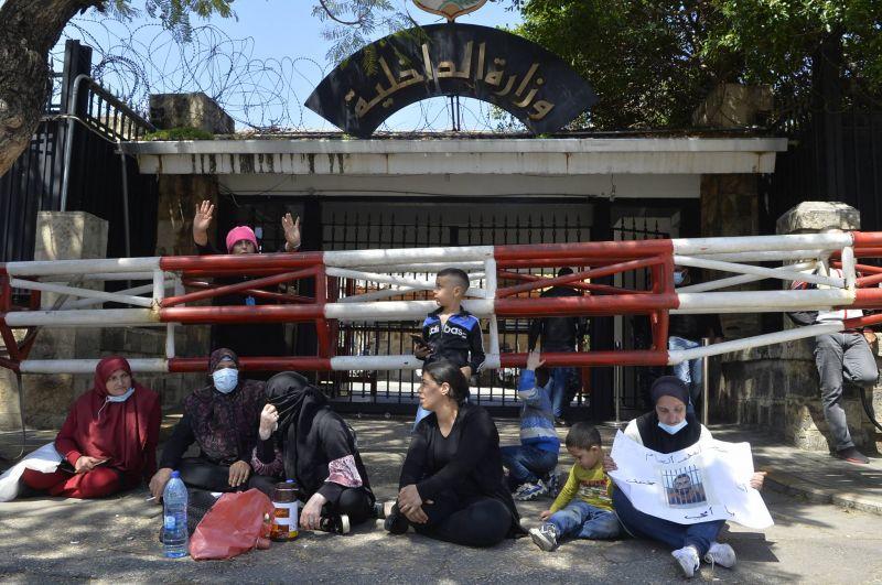 Des familles de détenus manifestent devant le ministère de l'Intérieur